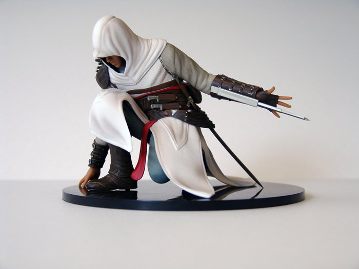 Altair Crouched Figure