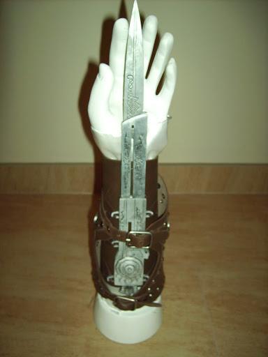 Lama celata Ezio Auditore